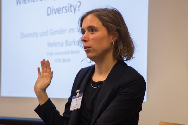 """Helena Barke erläutert die Inhalte ihres Workshops """"Wieviel Story Points bekommt Diversity?"""""""